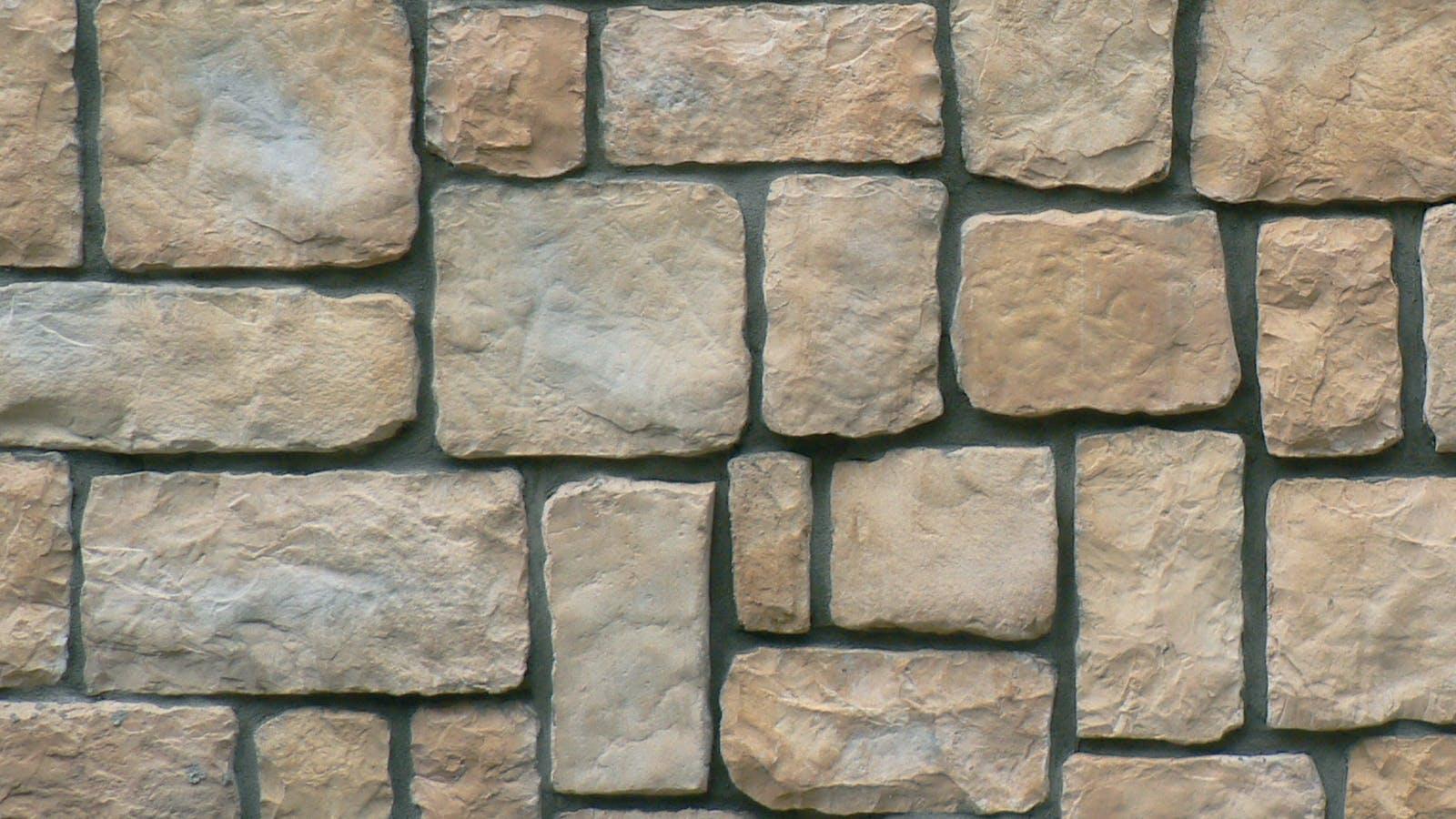 Castle Wall - Manuella