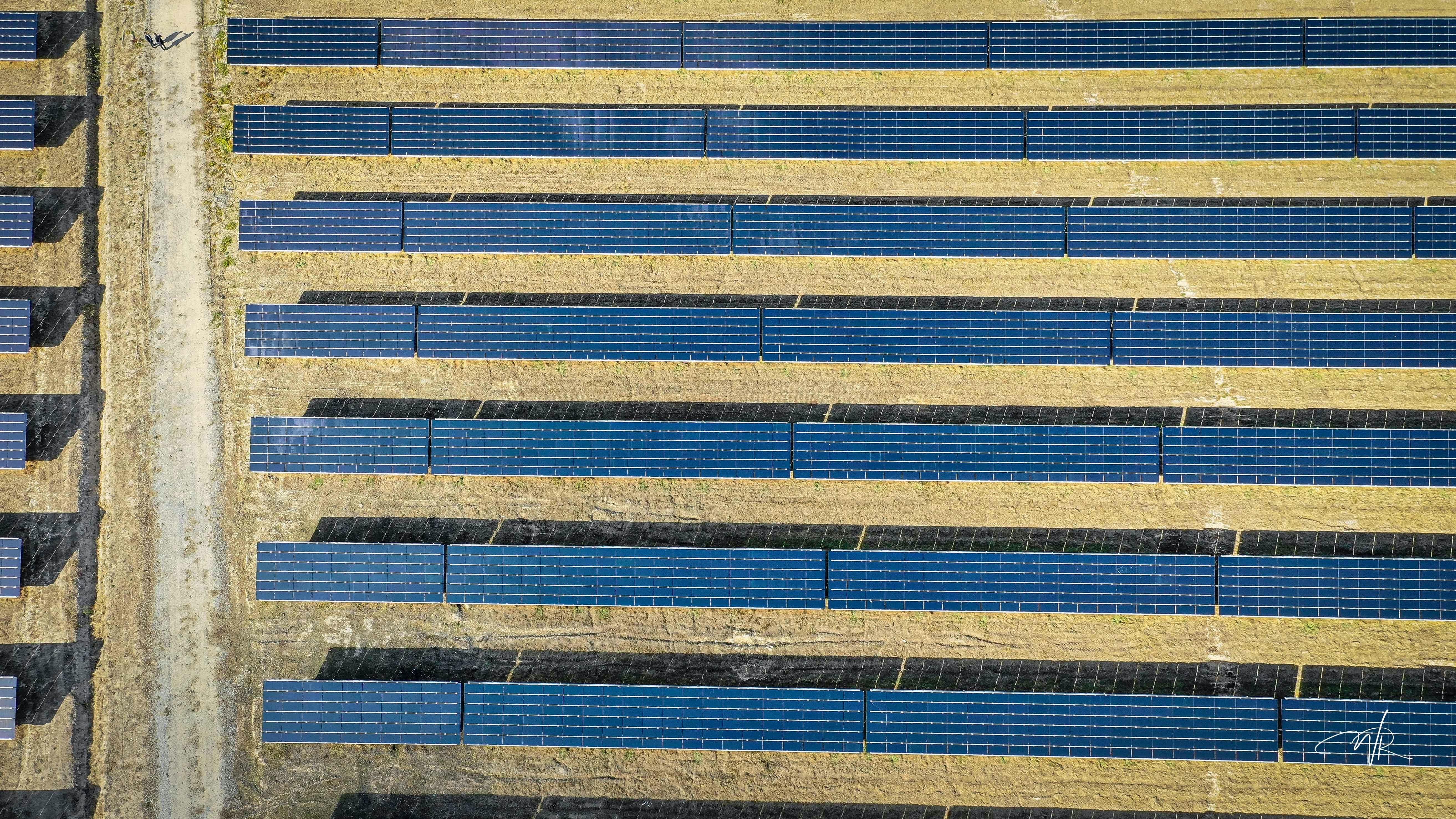 Prise de vue aérienne panneaux solaires