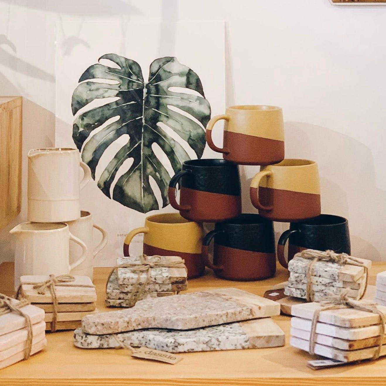 Bel assemblage de produits chez Ooak Cabinet des Curiosités, à Louvain-la-Neuve