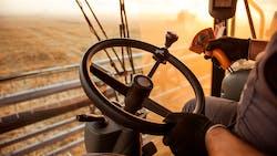Bien gérer la location de matériel agricole entre agriculteurs