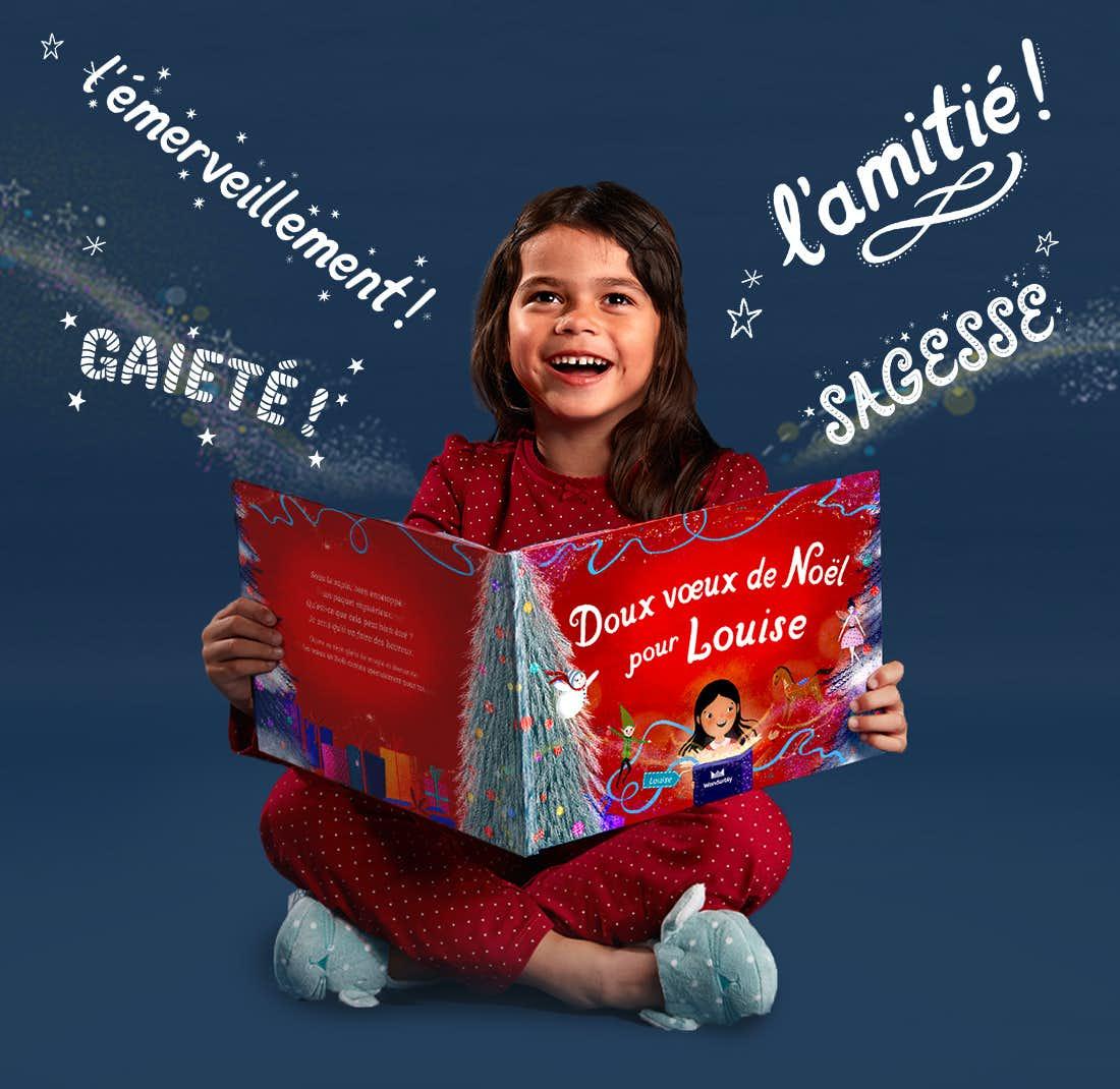 Une petite fille tenant Doux vœux de Noël pour toi