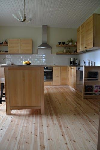 Täyspuinen keittiö