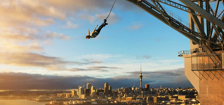 Man bungy jumping from Auckland bridge.