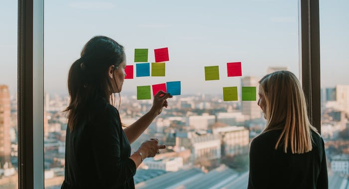 Facets-of-agility-at-scale-pt1-post-it-window