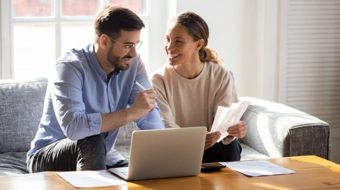 Paar bekommt online Kredit trotz schlechter Bonität
