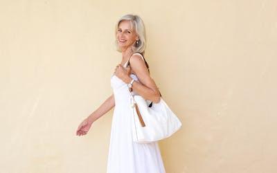 haare-sommer-hitze-frau-menopause-50-wechseljahre-pflege-feuchtigkeit