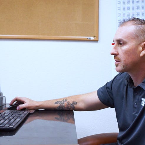A CNC machinist on Xometry's Manufacturing Partner Network
