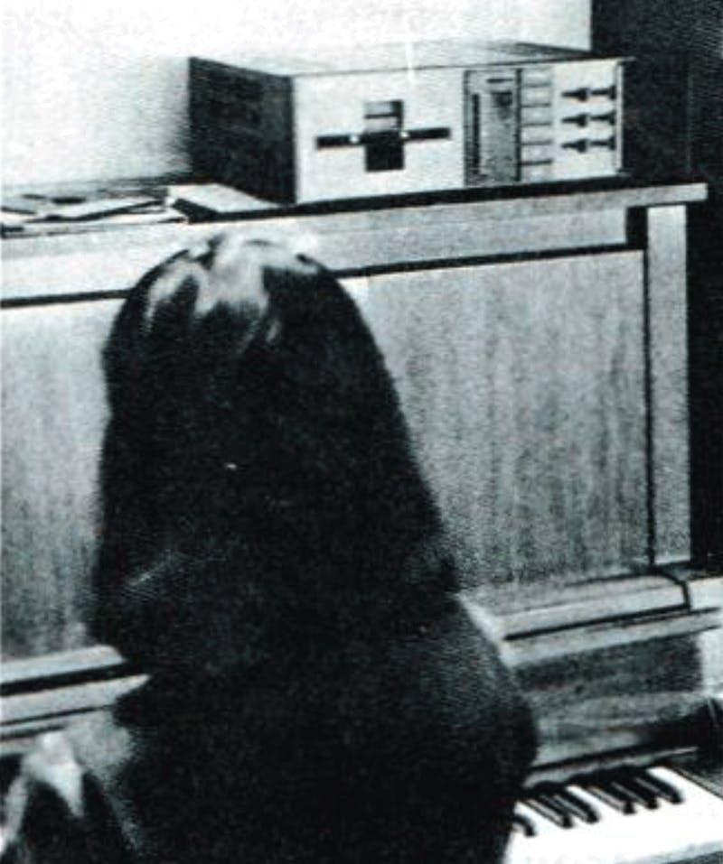 Yamaha PC1 on a piano (El ordenador personal, Oct 1982)