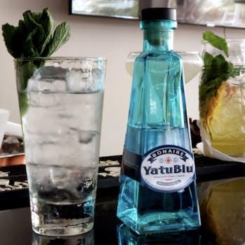 Yatublu tonic cocktail