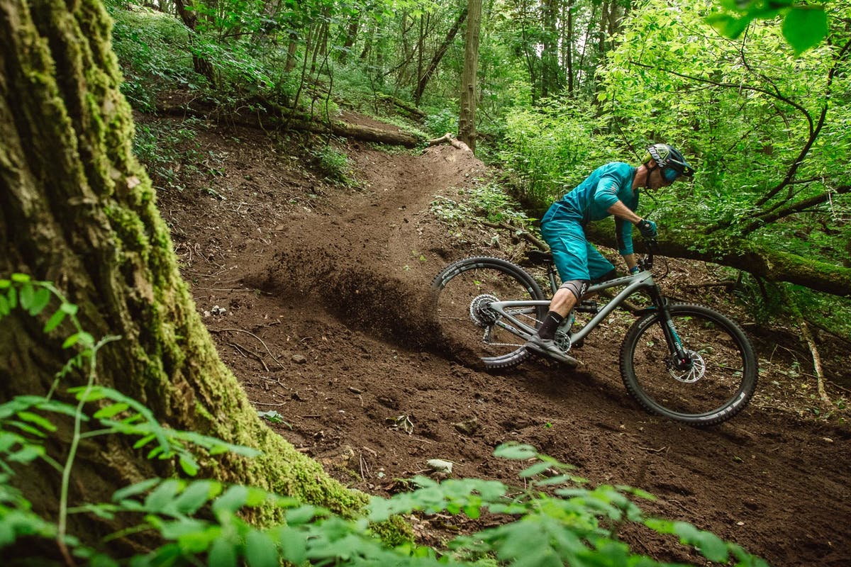 Lee Trumpore sinking his tires into a loamy corner
