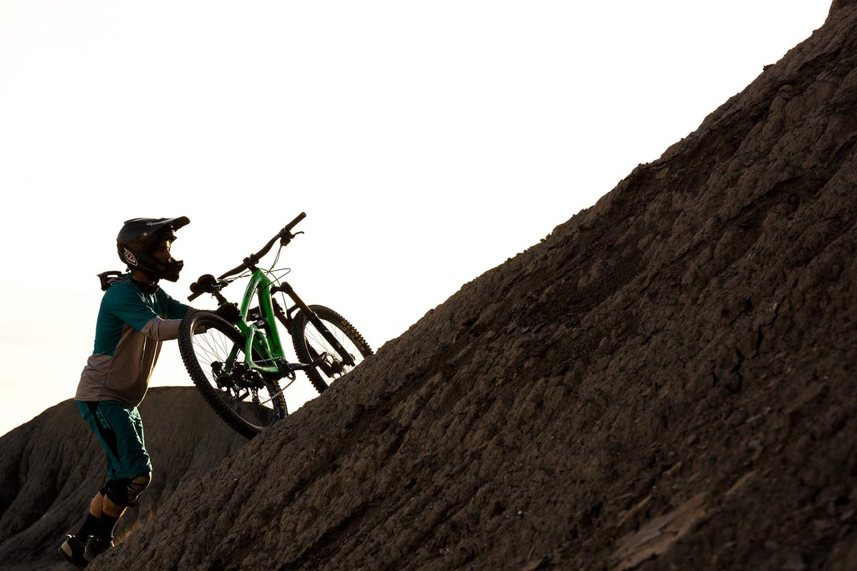 Shawn Neer hikes his Yeti SB6 up a steep section of trail.