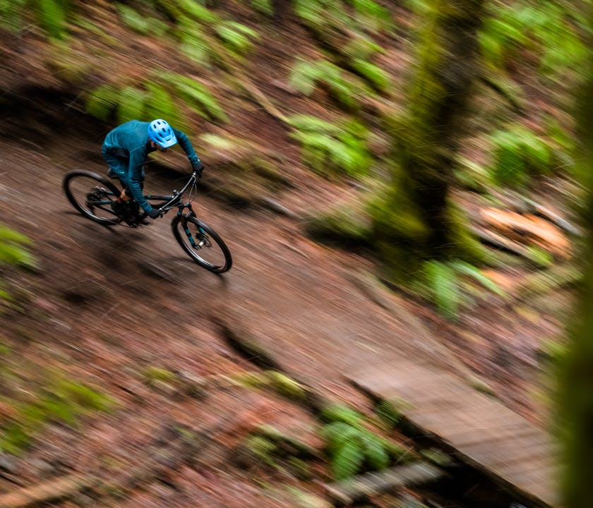 Geoff Kabush riding the Sb100