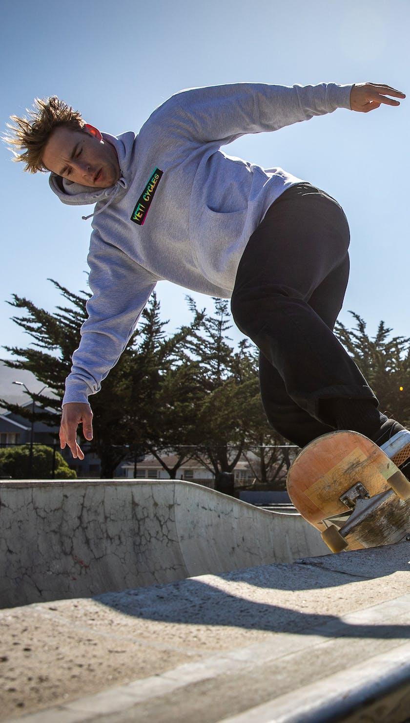 Warren Kniss skating the park
