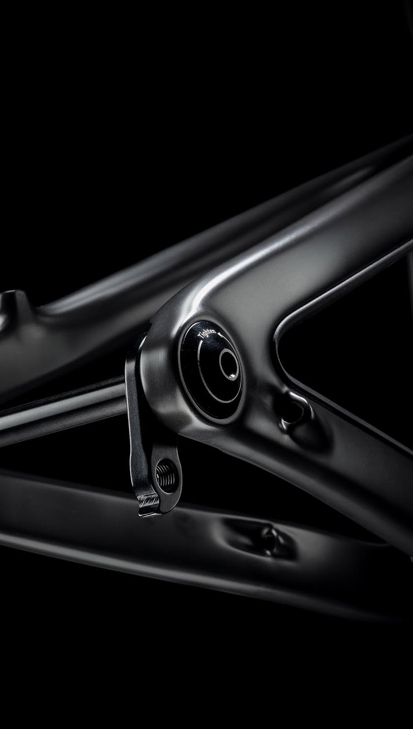 SB130 Raw Carbon Frame Detail
