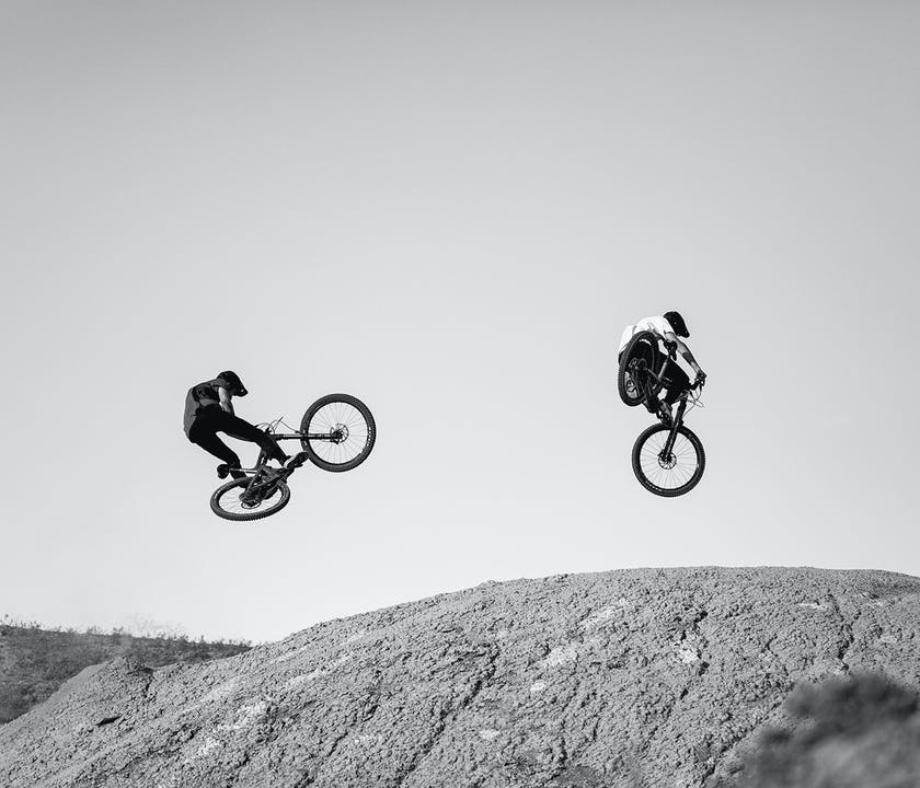 2 riders throwing shapes on the SB140