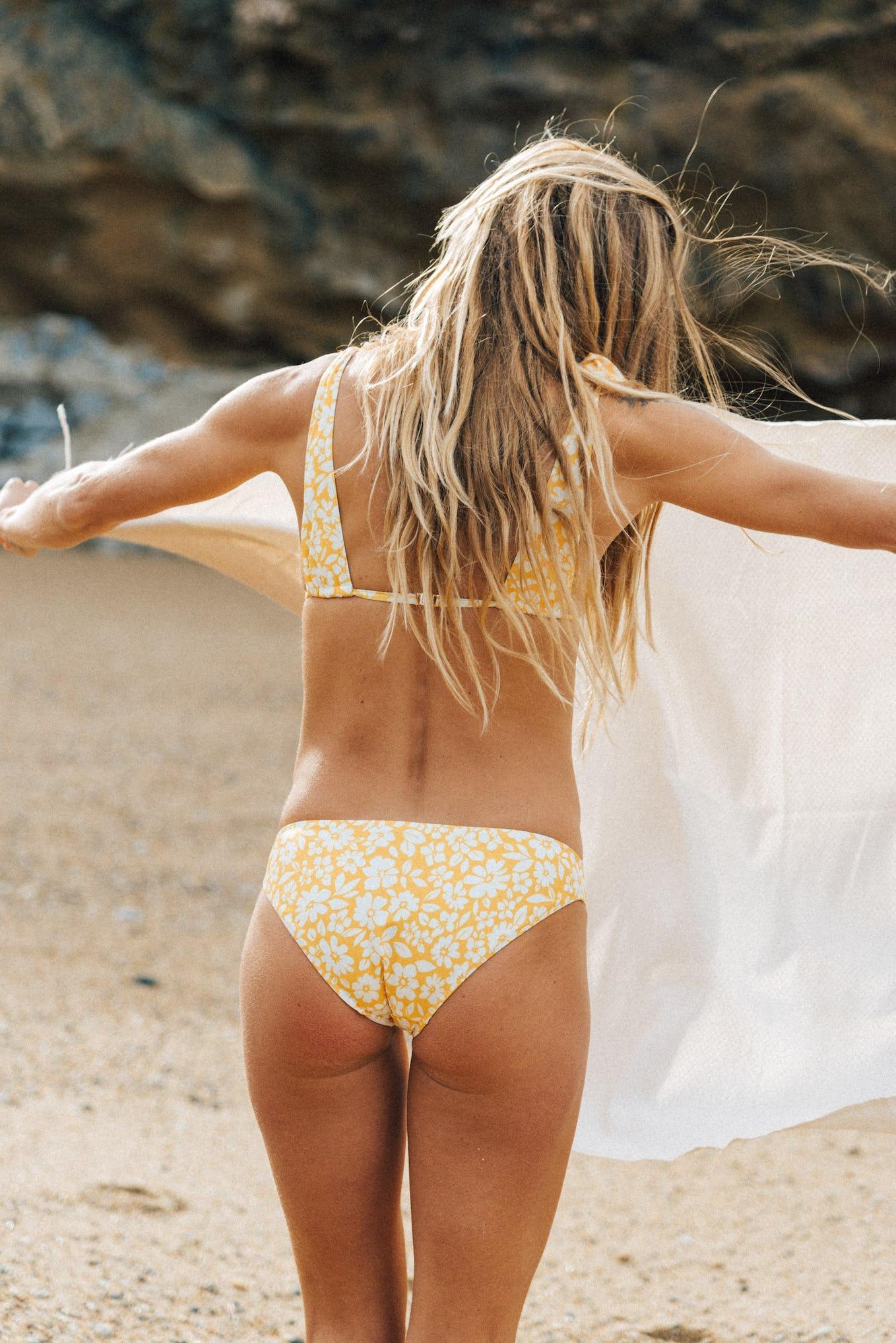 Maillot deux pièces Sur le sable floral jaune