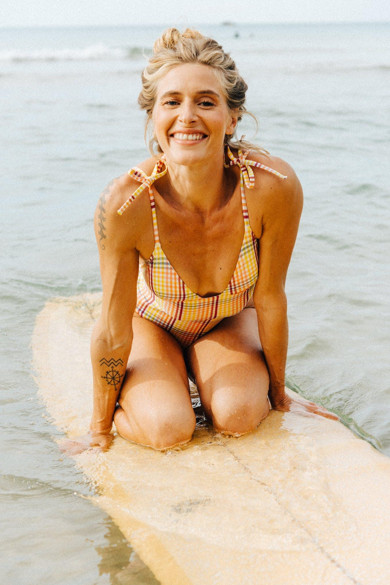 Soleil sur l'eau swimsuit with yellow graphic print
