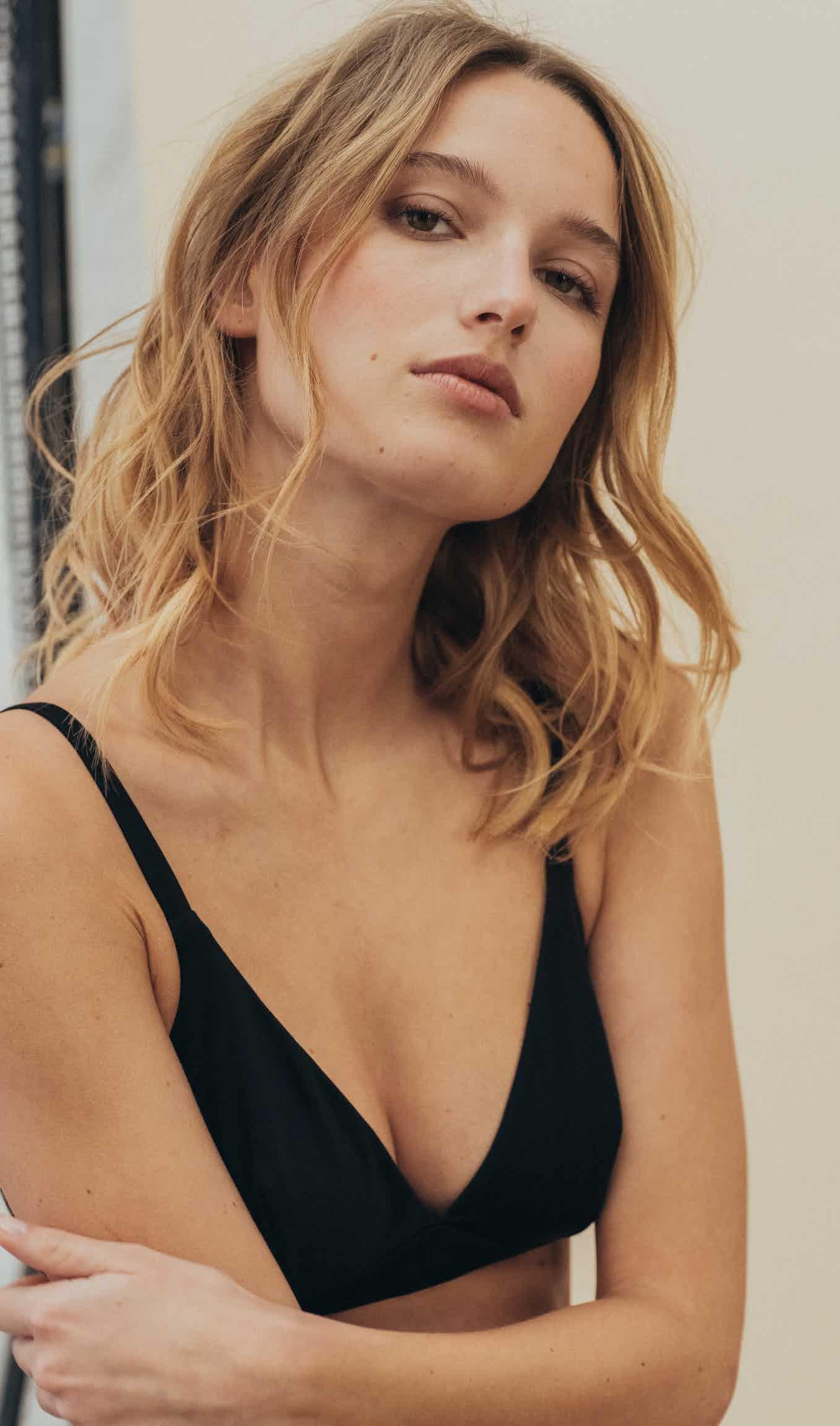 À fleur de peau Triangle bra in black
