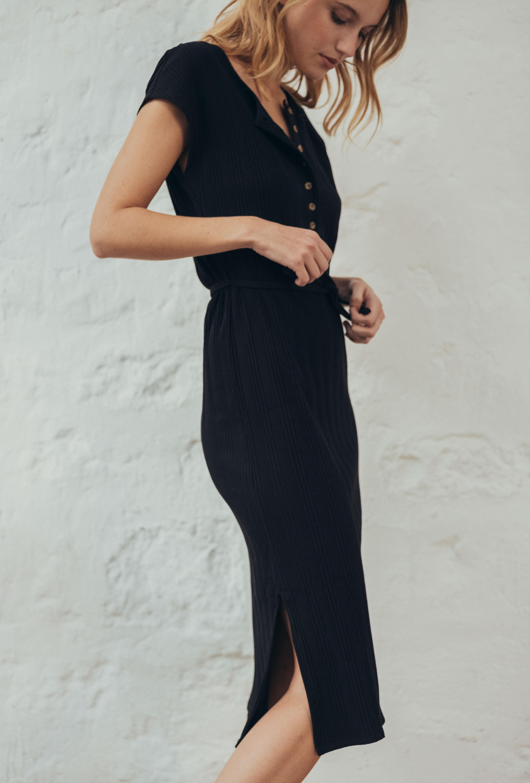 Une chanson douce dress in black