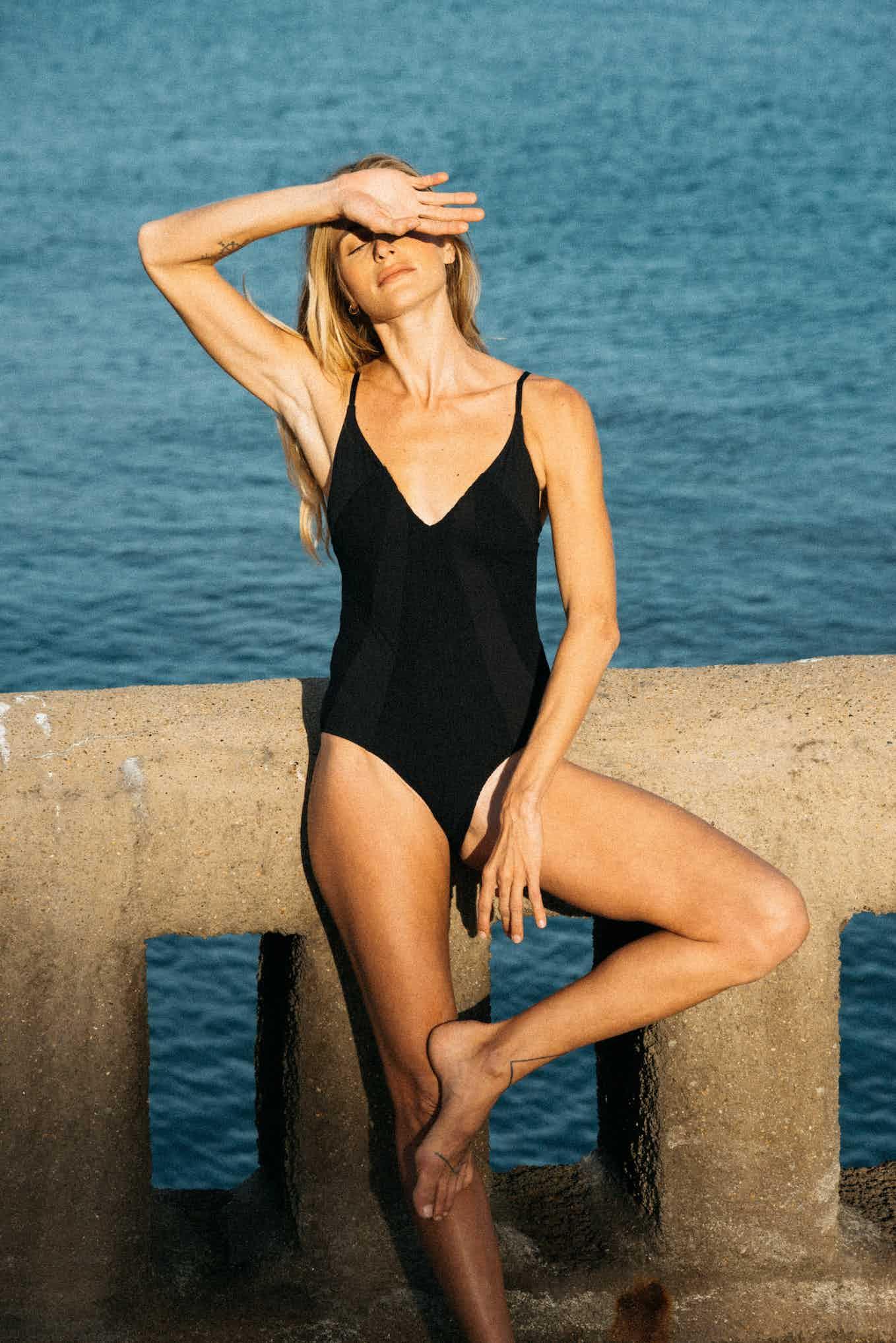 One piece swimsuit Soleil brûlant in black