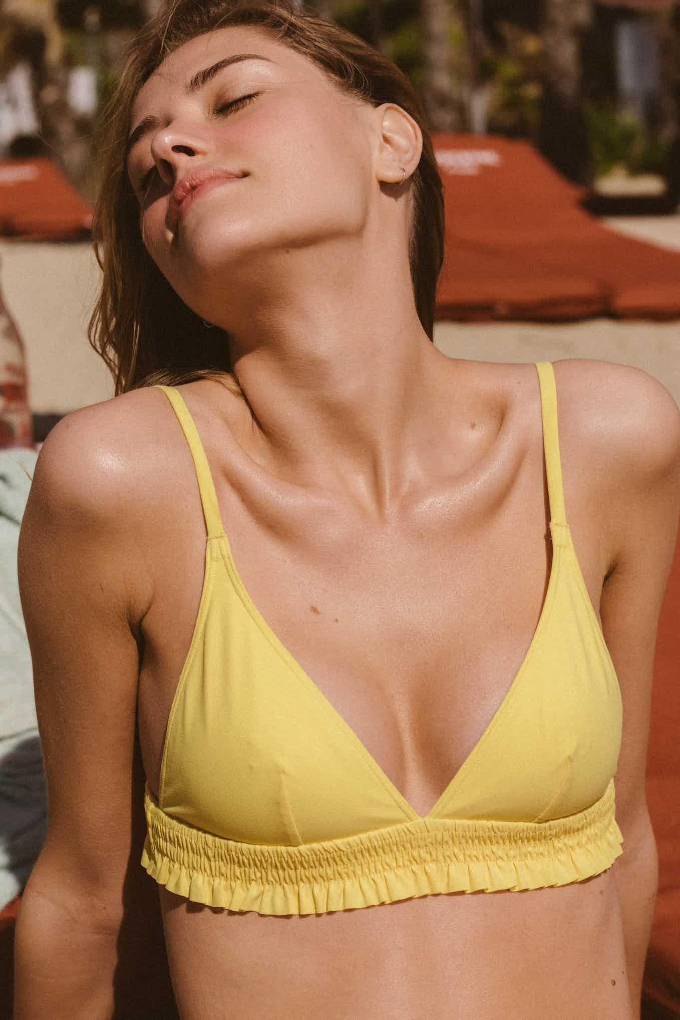 Maillot Sieste à l'ombre jaune pastel