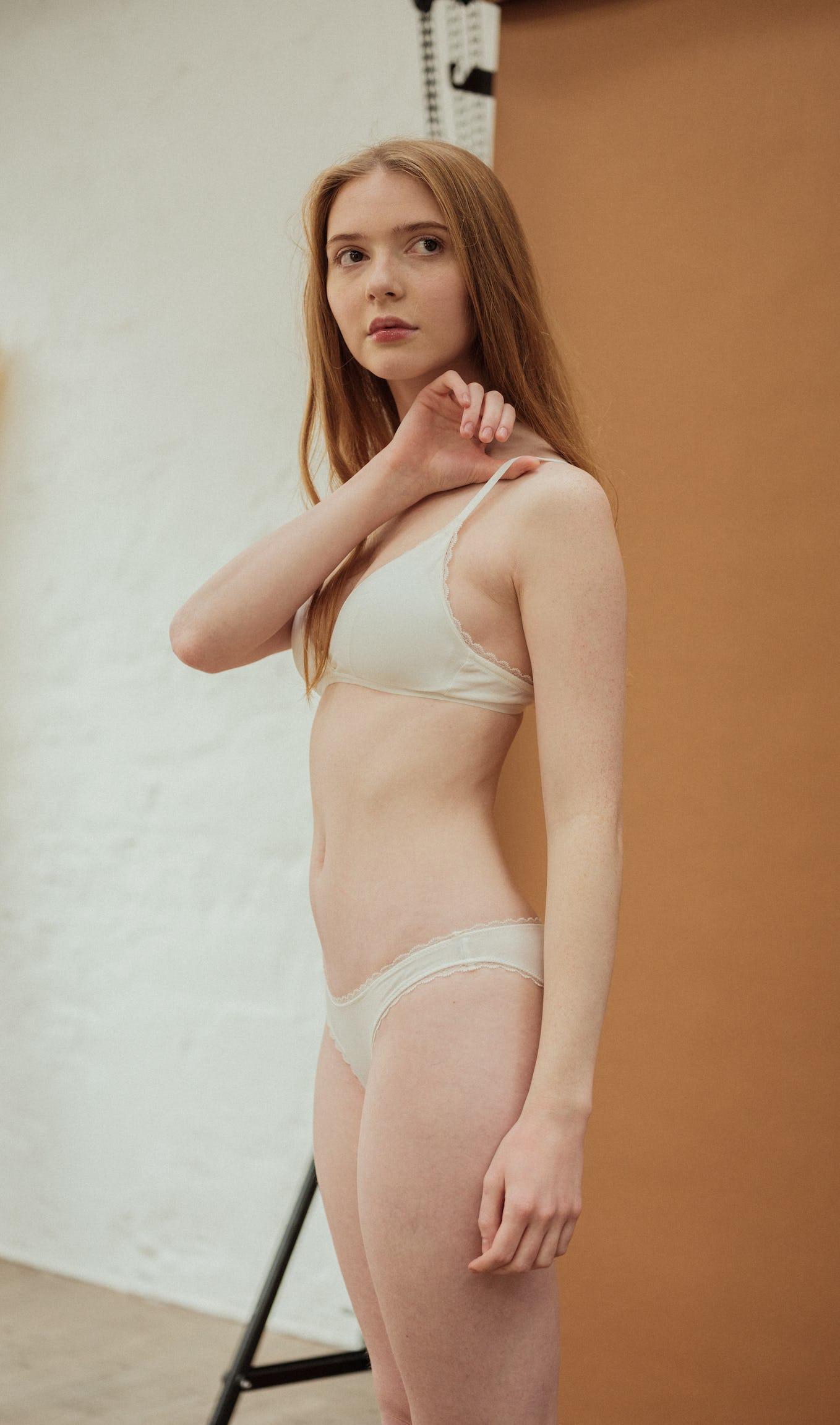 Ensemble de lingerie première fois ivoire avec triangle et culotte
