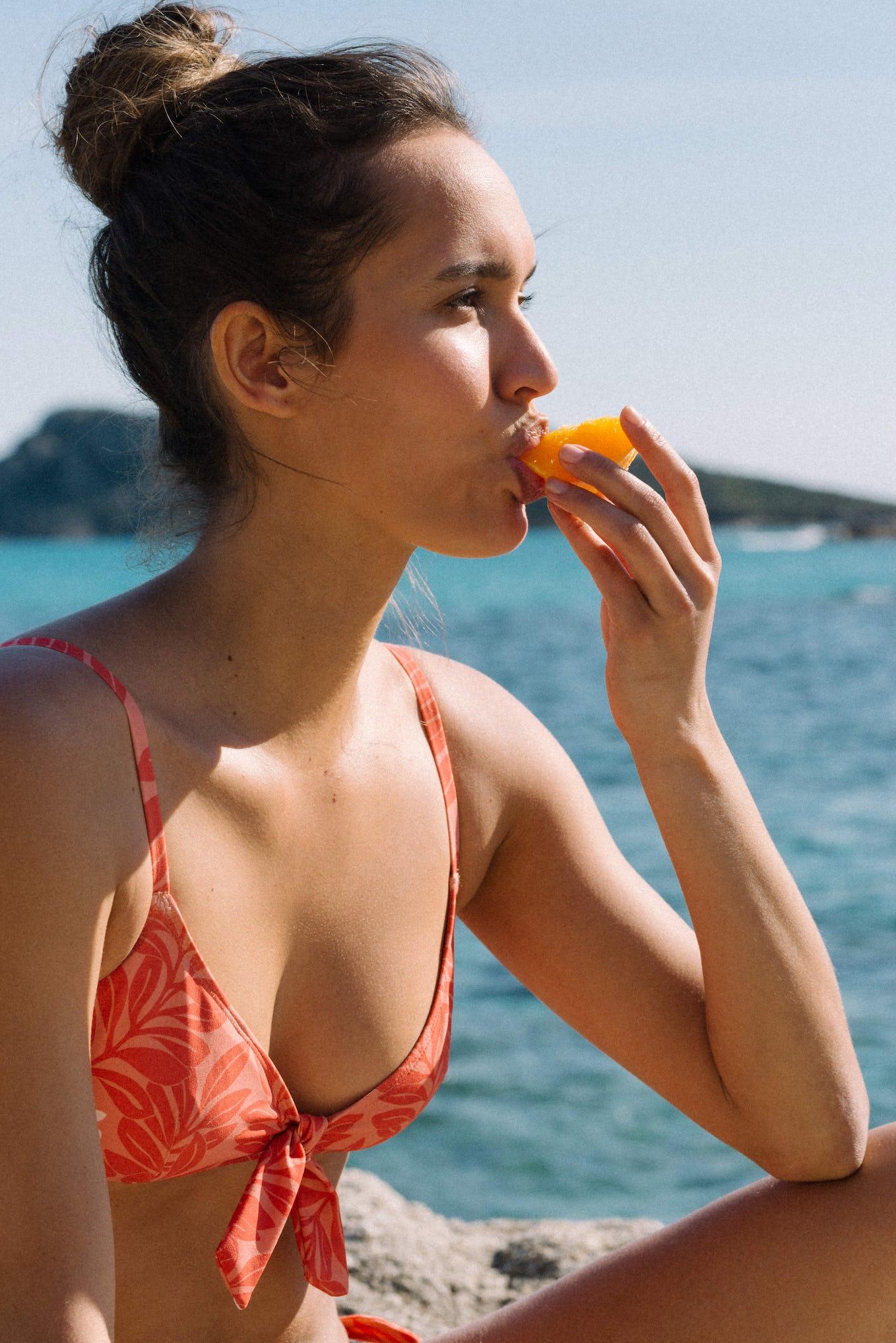 Swimsuit Murmure des vagues with floral print Méditerrannée