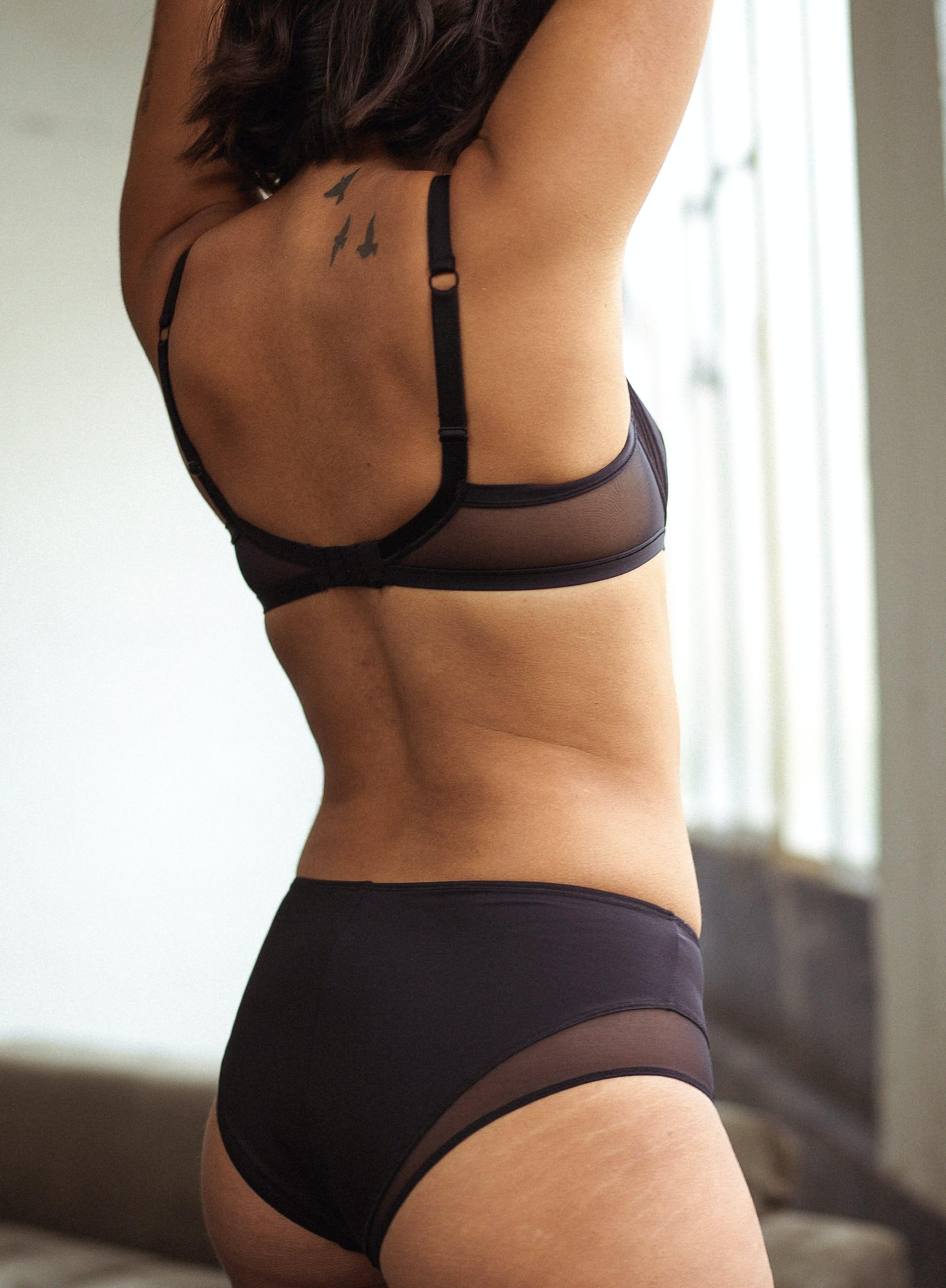 Ensemble de lingerie avec soutien-gorge corbeille noir histoire de femmes et culotte mi-haute noire histoire de femmes