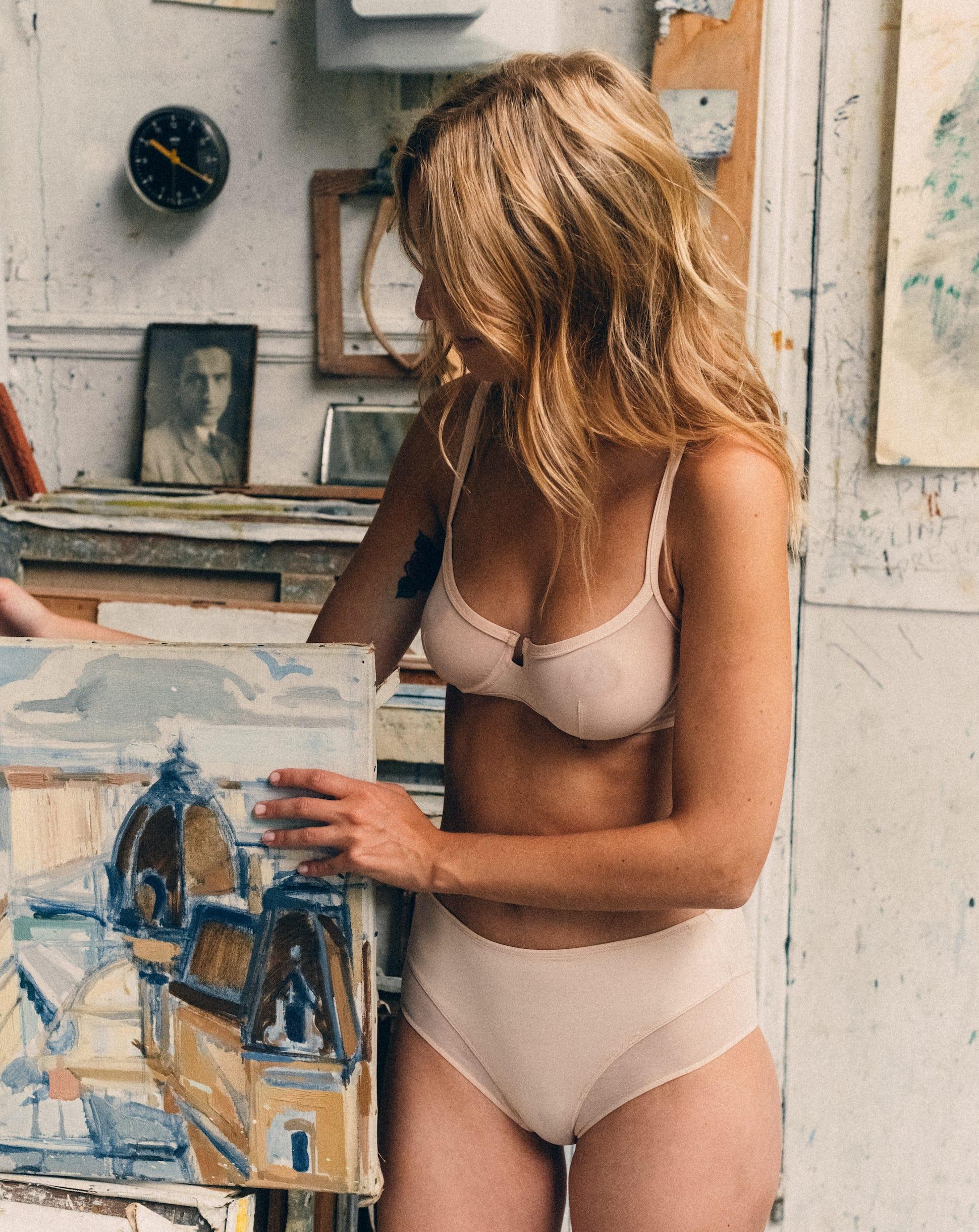 Corbeille histoire de femmes nude