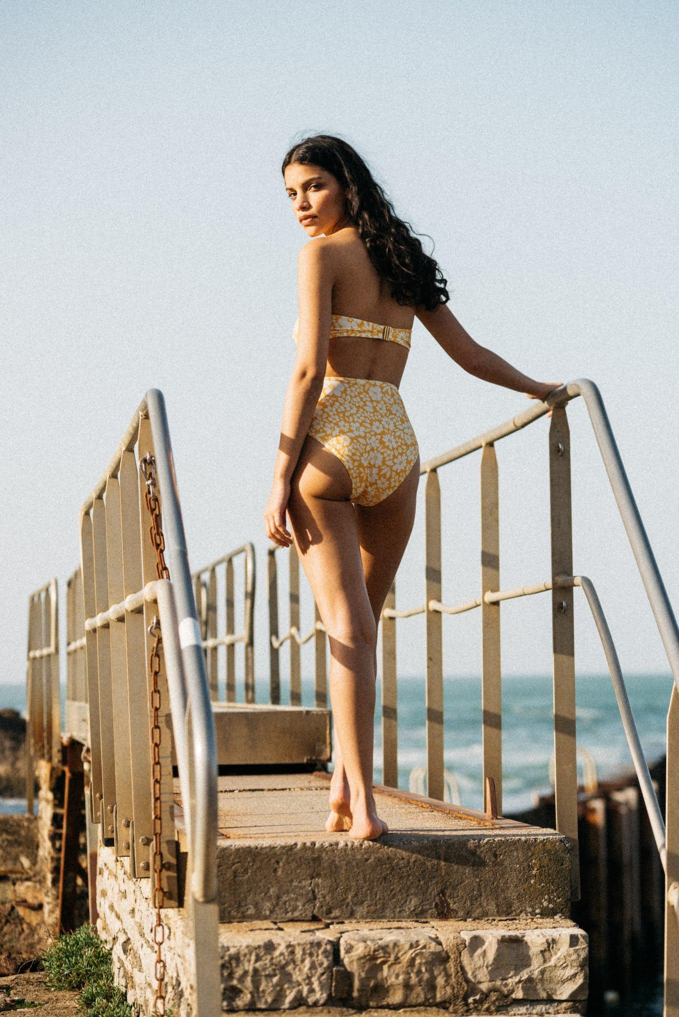 Bikini Sur le sable yellow floral print