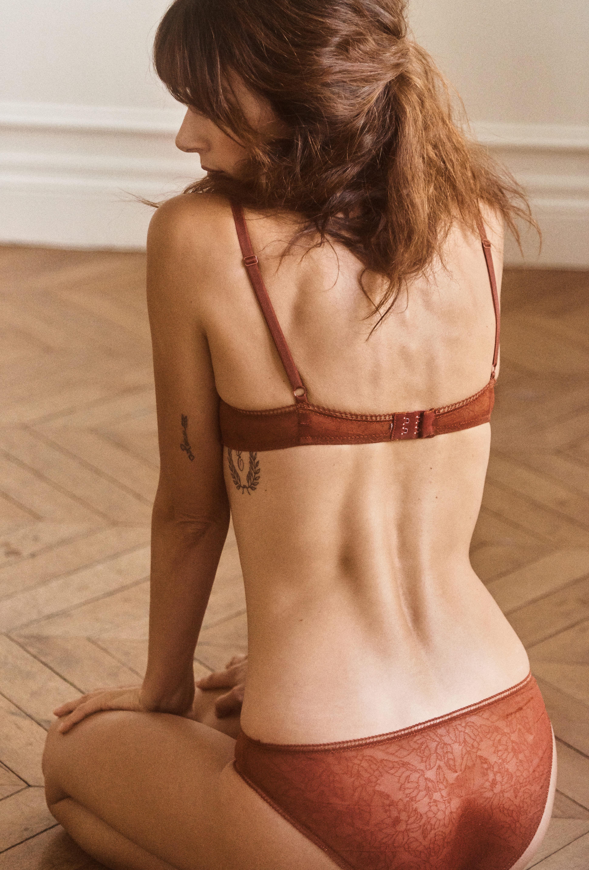 ensemble la rosée brun porté par valérie avec culotte la rosée brun