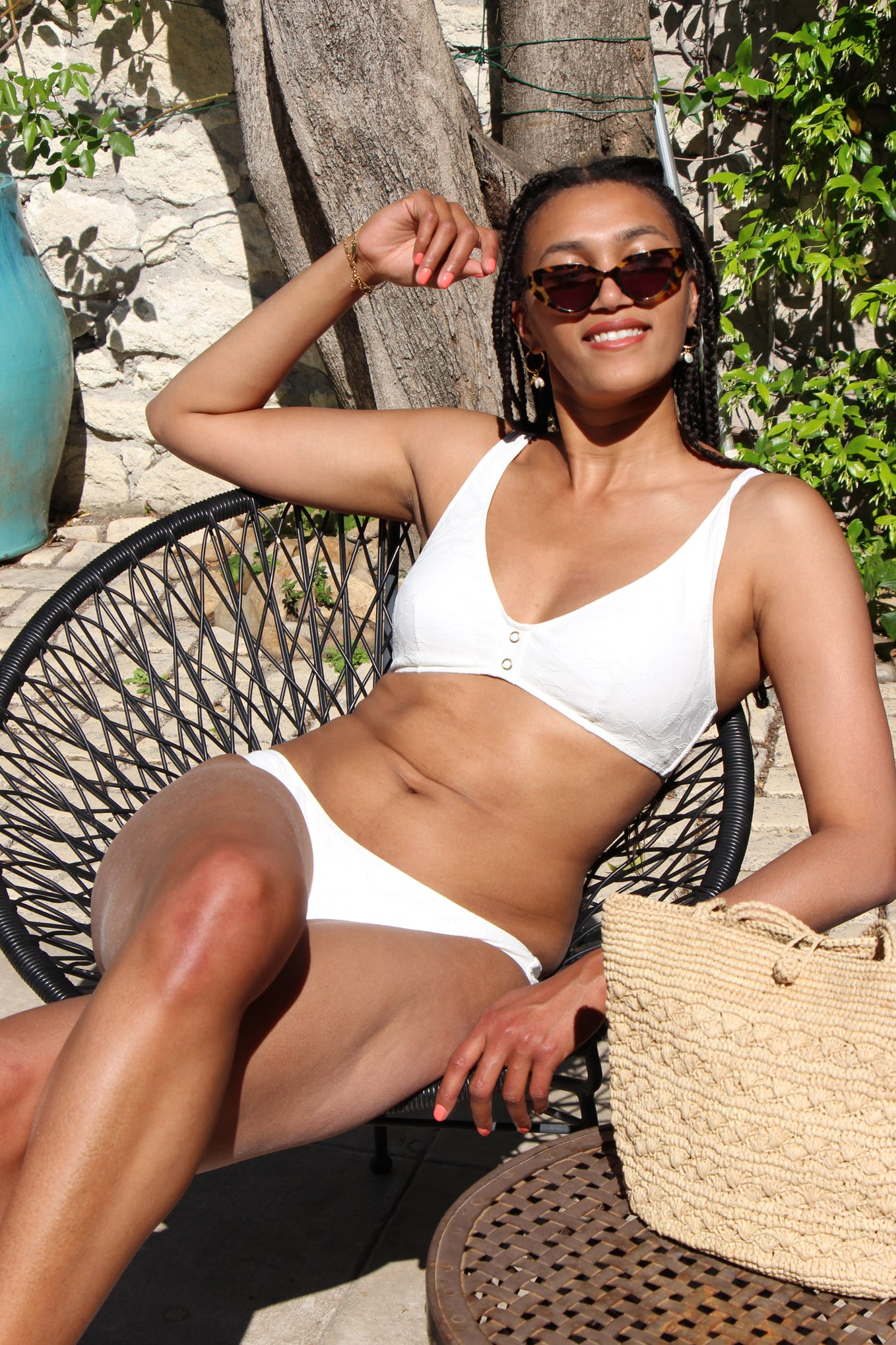 Léna is wearing the Bikini Partir avec toi in white