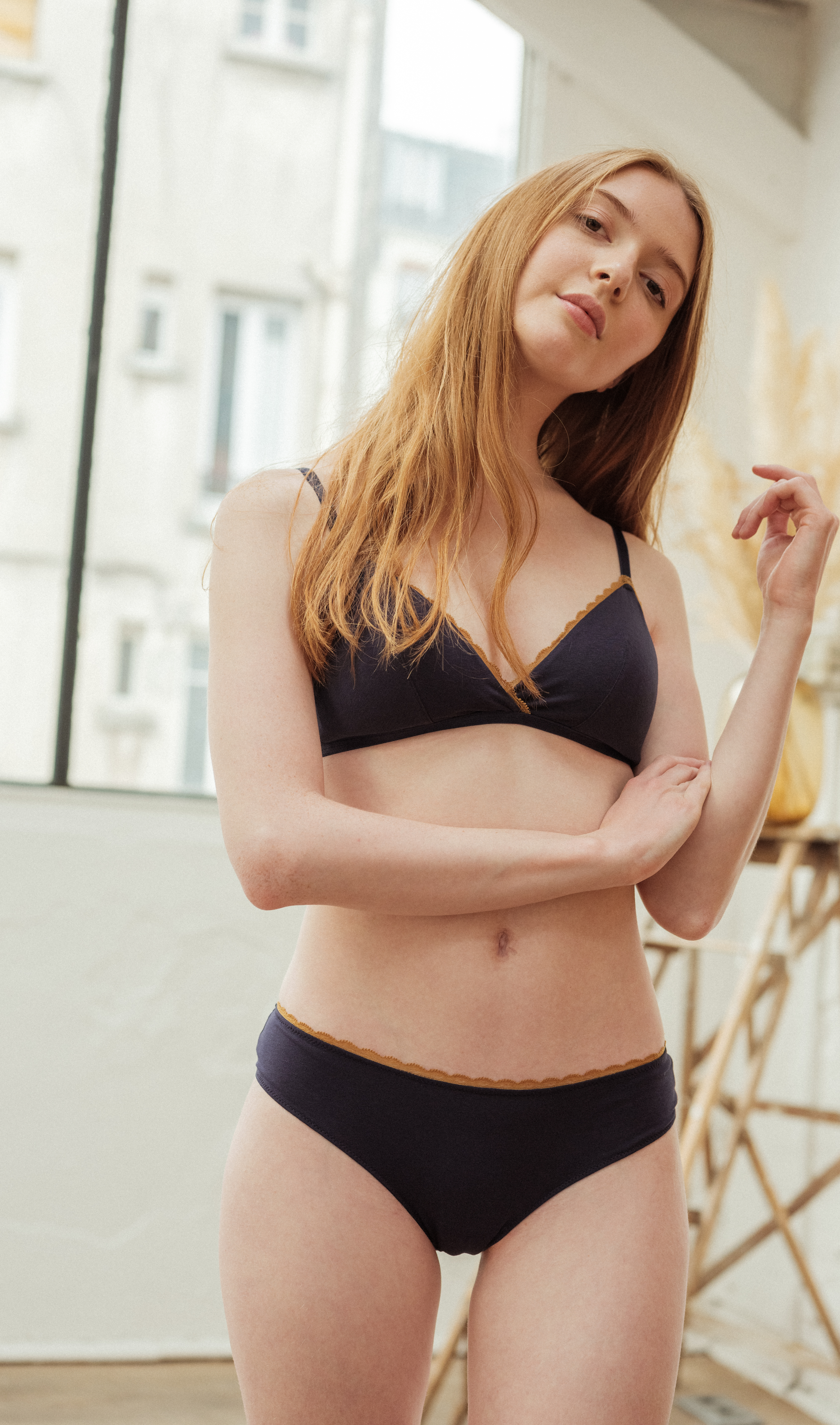 Première fois lingerie set in navy blue is triangle bra and shorty