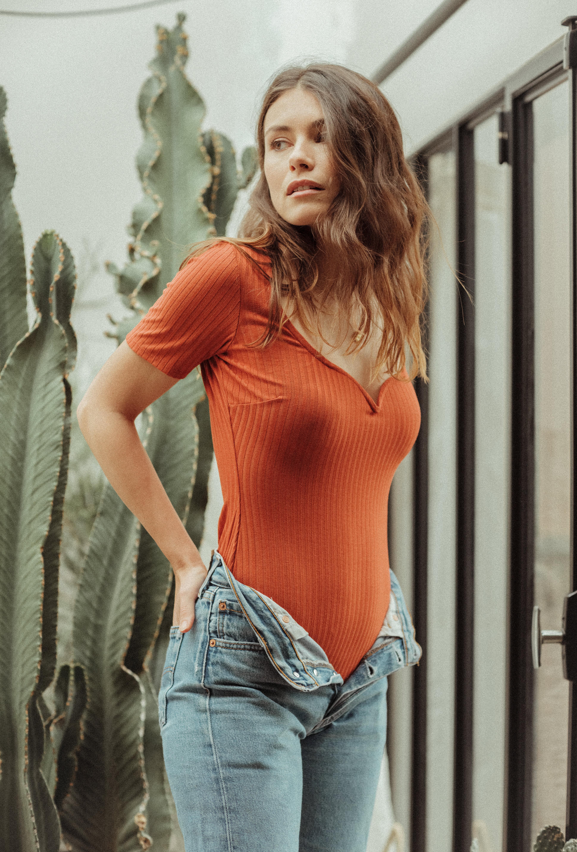 Gaspard bodysuit in fox orange