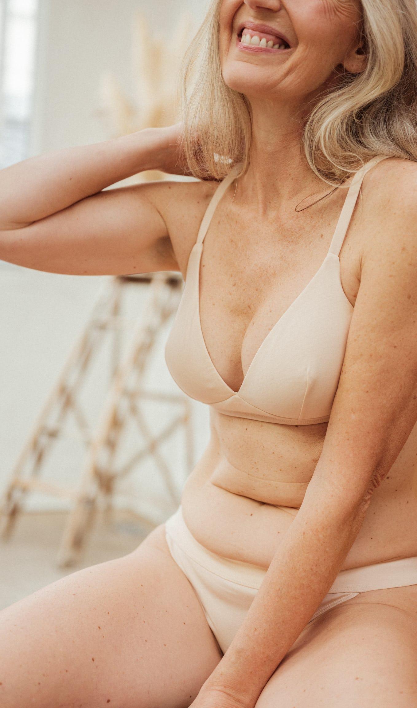 Ensemble de lingerie à fleur de peau nude avec culotte et triangle