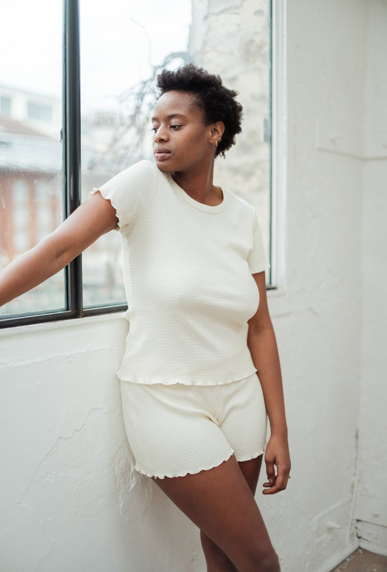 Nami porte le tee-shirt vanille histoire de corps