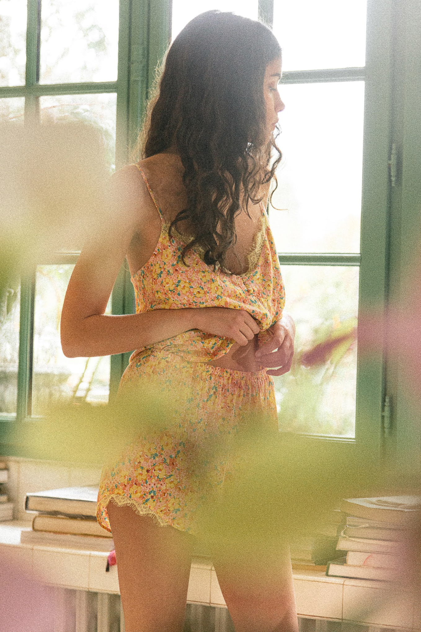 Pyjama set De beaux rêves with souvenir jaune print