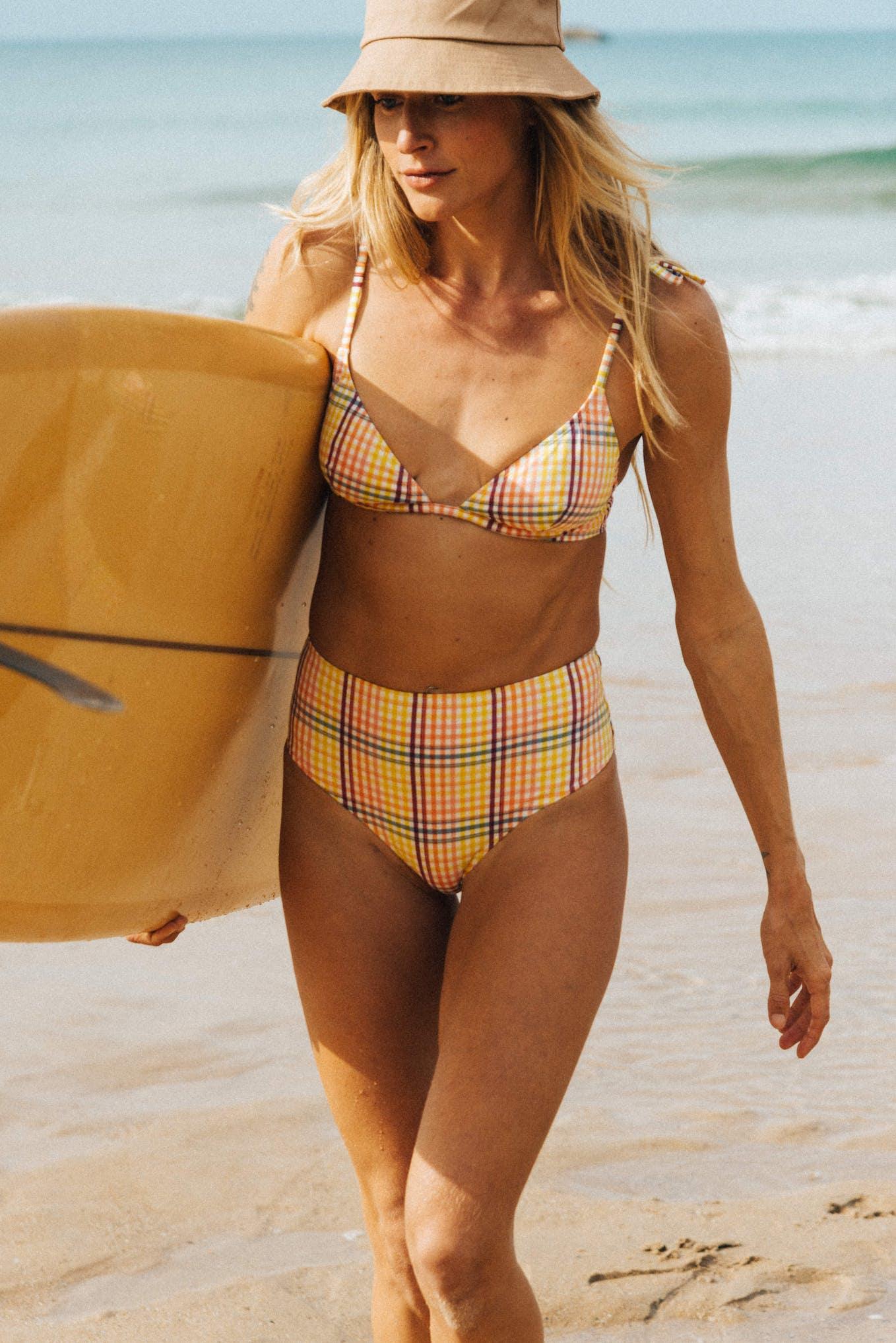 Soleil sur l'eau Bikini with yellow graphic print