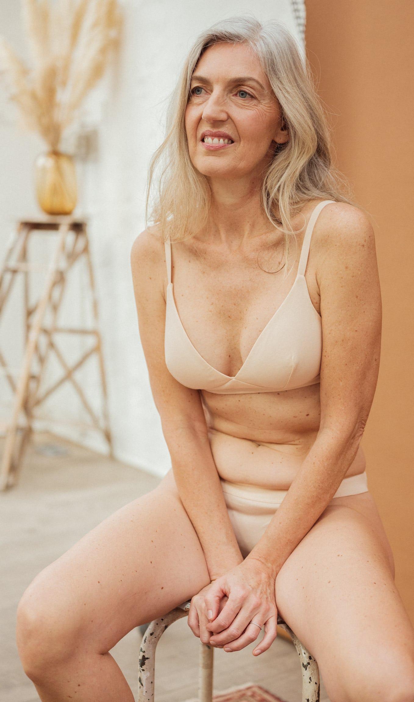 Ensemble de lingerie à fleur de peau nude avec soutien-gorge triangle et culotte