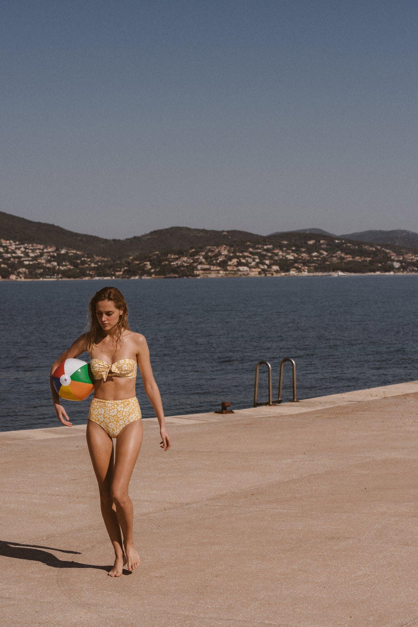 Swimsuit Sur le sable yellow floral print