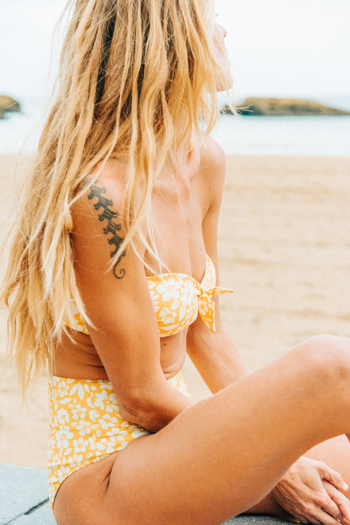 Bikini Sur le sable yellow