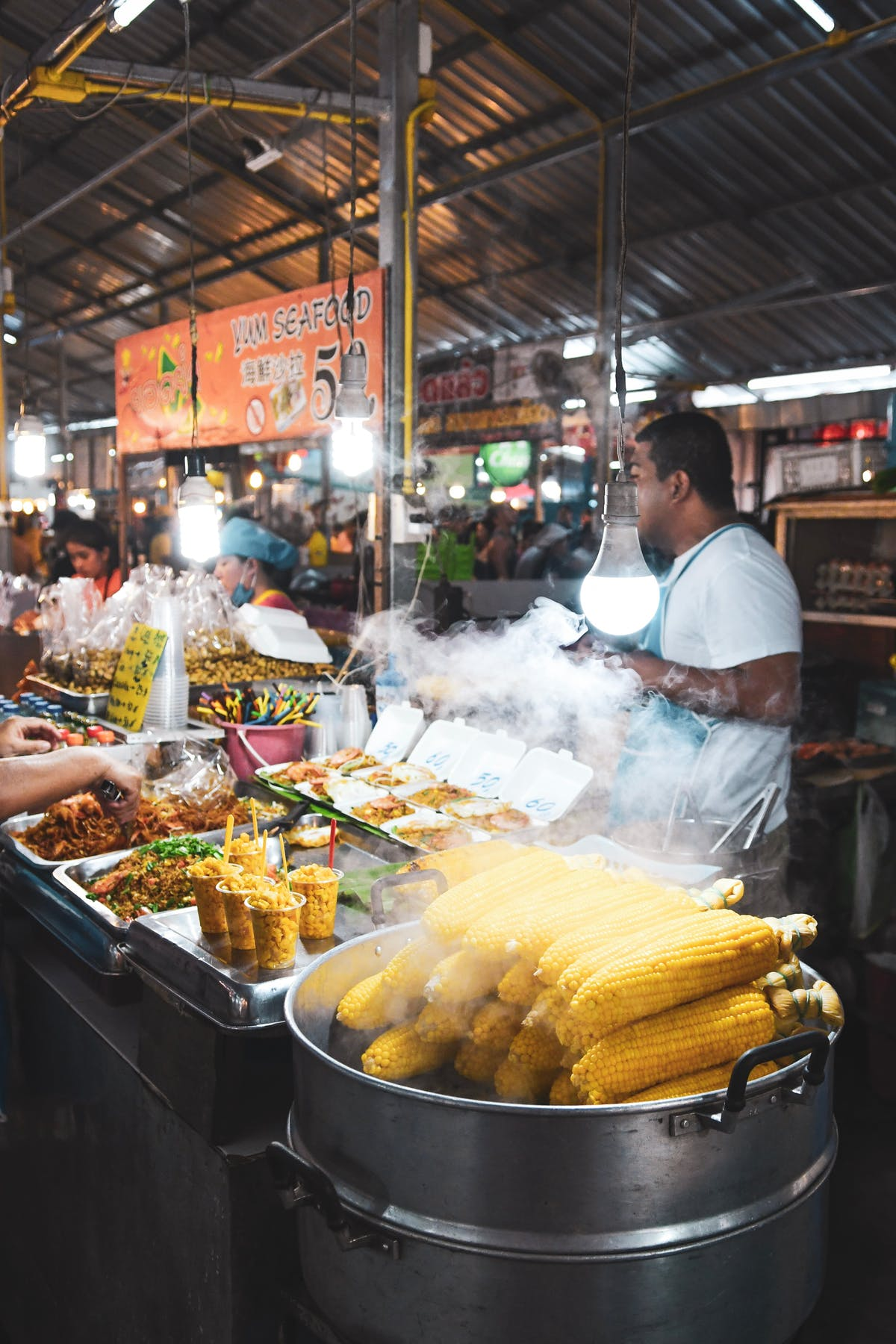 A corner of the market with varied food - Photo by Bao Menglong on Unsplash