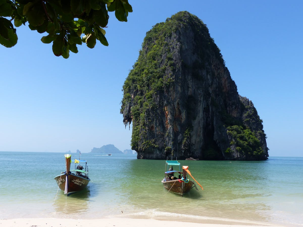 Two traditional Thai canoes and Krabi Island Rock - Image by Eric Blandin from Pixabay