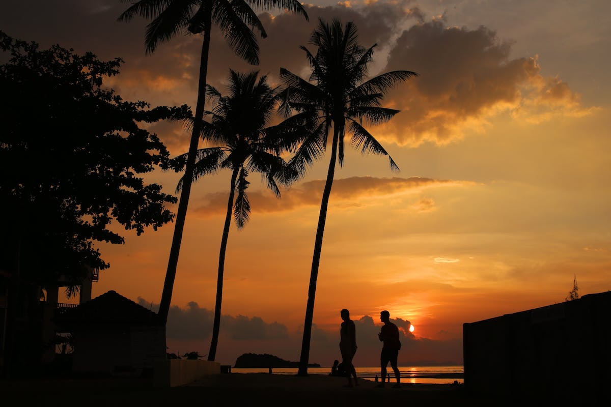 Koh Lanta with a sunset and 2 holidaymakers - Image by hdi from Pixabay