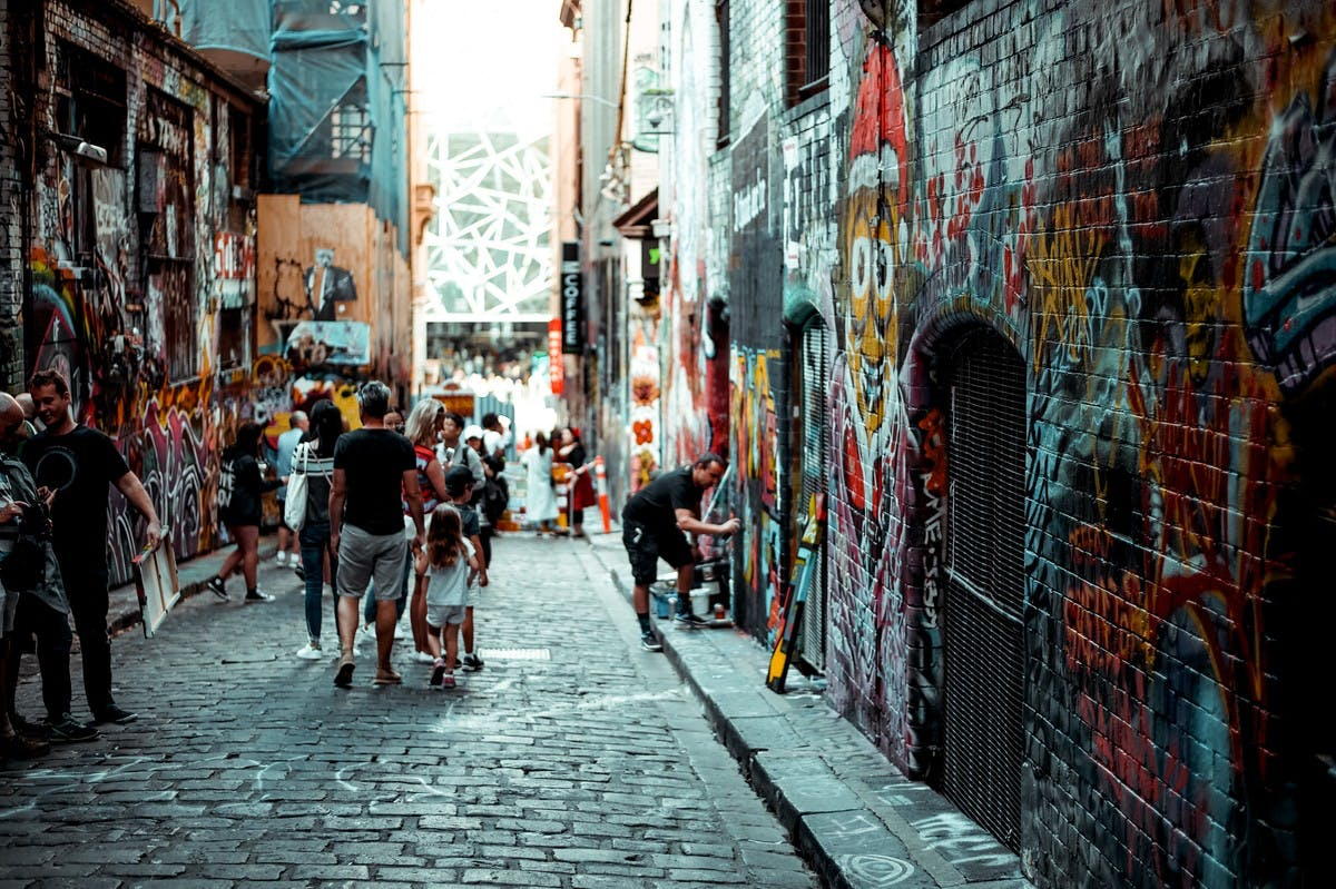 Du Street Art dans un Quartier de Melbourne- Photo by Leio McLaren (@leiomclaren) on Unsplash
