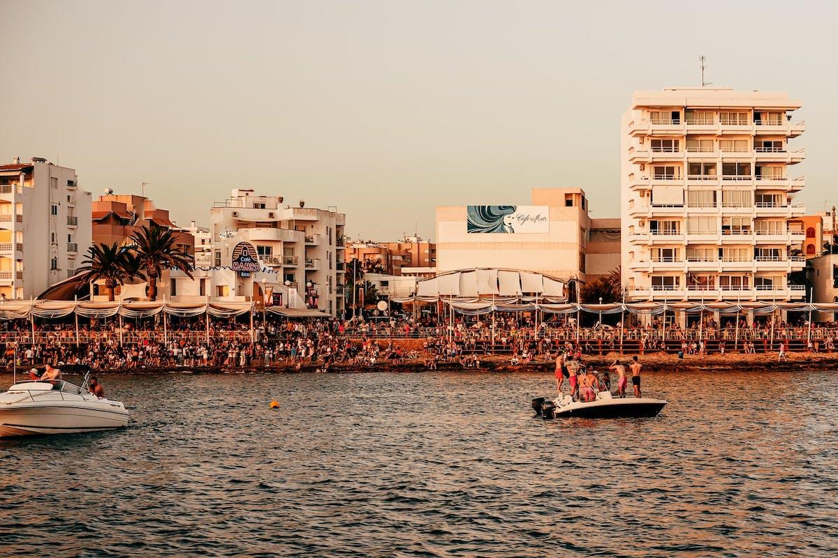 Fête à Ibiza en bord de plage