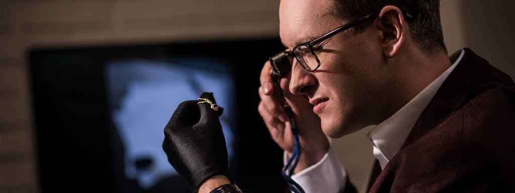 Fachowe doradztwo jest kluczem do sukcesu również przy zakupie biżuterii.