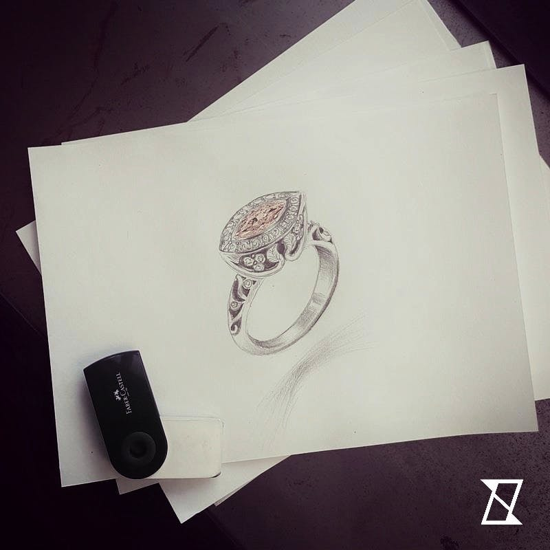 Indywidualny projekt pierścionka z różowym diamentem.