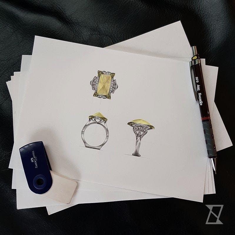 Projekt pierścionka z bursztynem i brylantami.