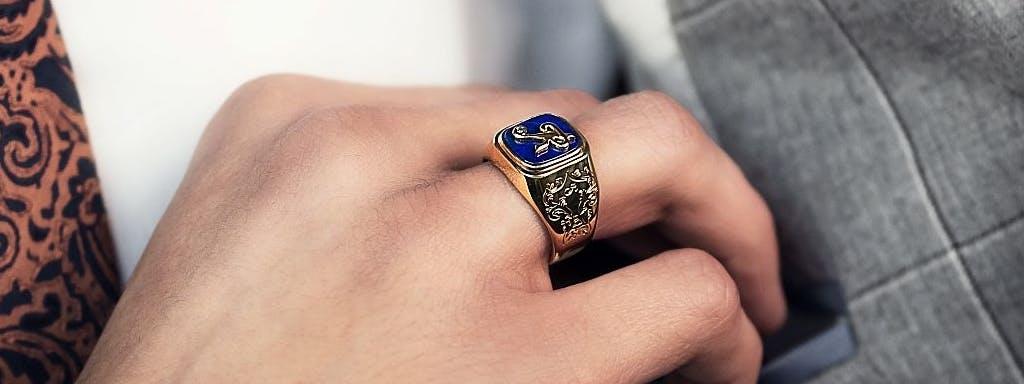 Podwójna funkcja biżuterii. Z jednej strony ma wartość lokacyjną, a z drugiej strony ma funkcję reprezentacyjną.